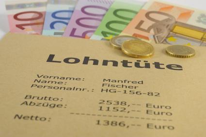 Festes Gehalt als Hauptvoraussetzunge für einen Ratenkredit [© Wolfilser - Fotolia.com]