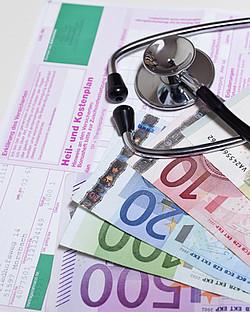 Finanzierung der Zahnarztbehandlung [© gena96 - Fotolia.com]