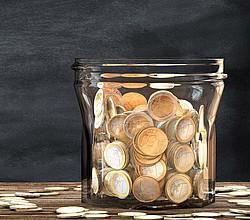 Regelmäßiges Sparen statt einem Kredit / © Yabresse - Fotolia.com