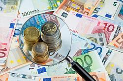 Überprüfung der Bonität und Finanzen des Kreditnehmers mit Hilfe der Schufa [© alexandro900 - Fotolia.com]