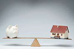 Die monatliche Belastung durch die Kreditraten sollte ausgewogen sein [© pogonici - Fotolia.com]
