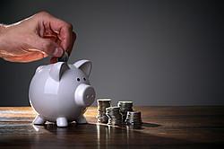 Sparen als Alternative für einen Kredit [© Brian Jackson - Fotolia.com]
